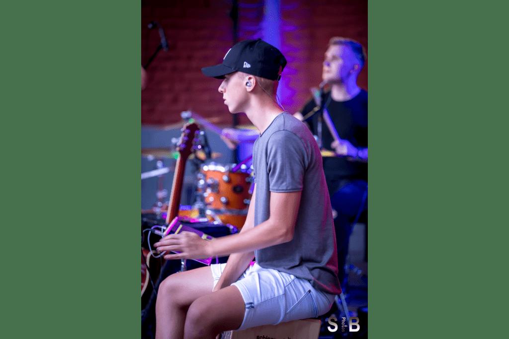 Gino Ganser - Cajon, Percussion